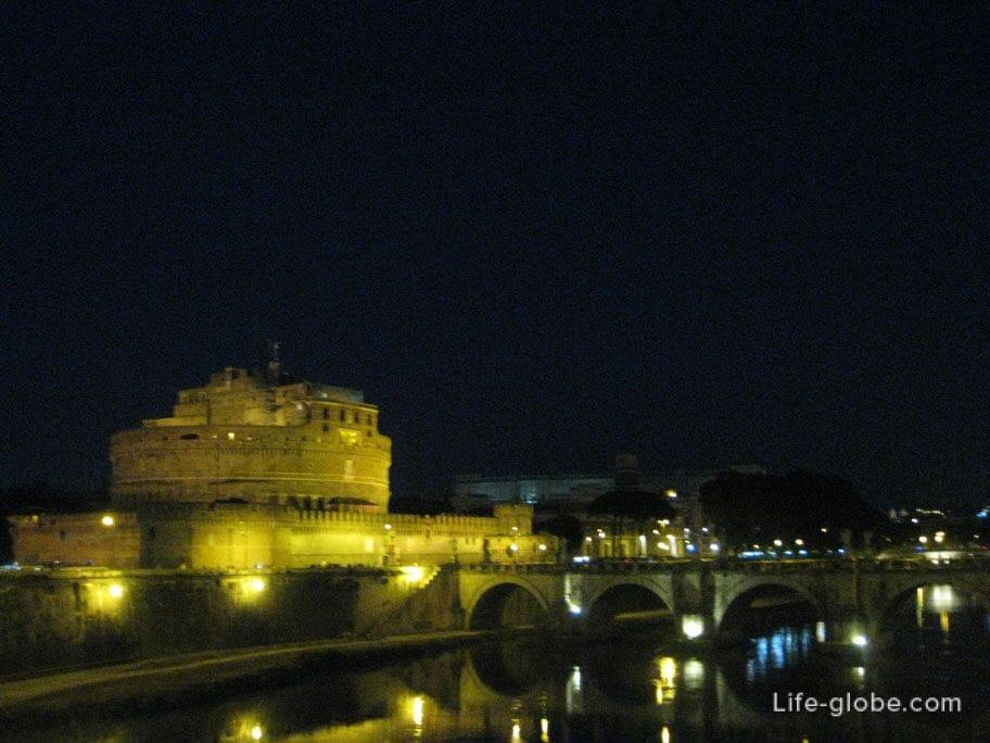 замок Сант-Анджело ночью, Рим, Италия