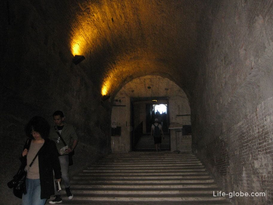 внутреннее убранство замка Святого Ангела в Риме