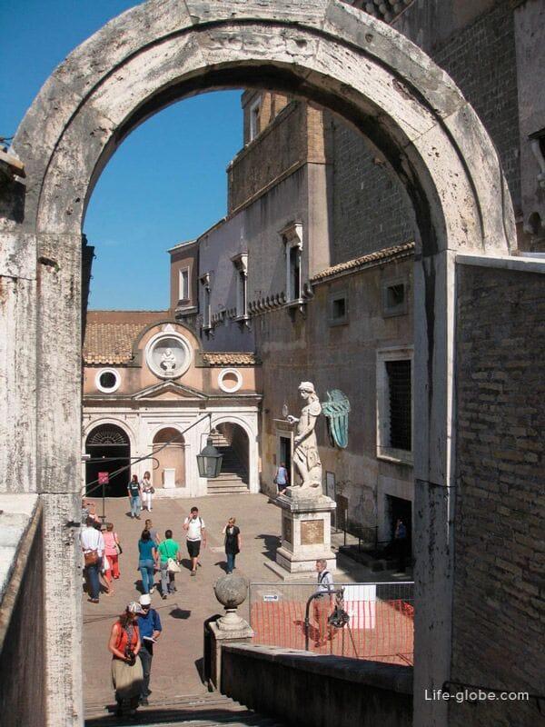 скульптуры в замке Святого Ангела, Рим, Италия