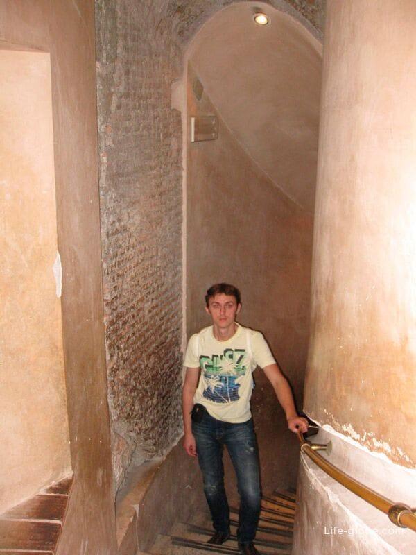 подъем на верхнюю площадку замка Святого Ангела в Риме