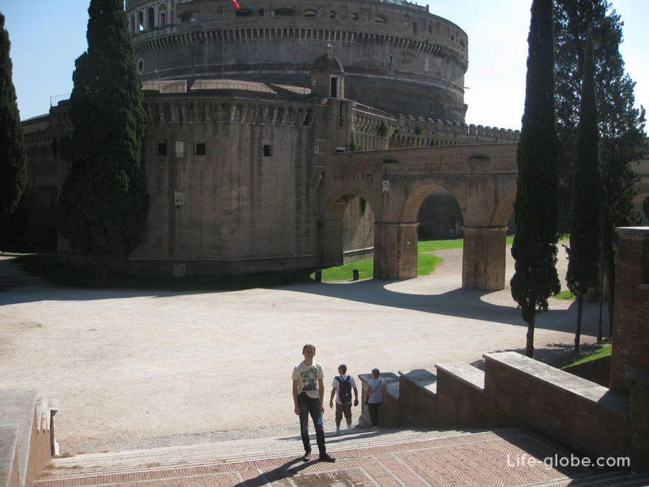 спуск в парку Адриана, Рим, Италия