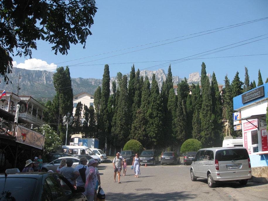 Вид на гору Ай-Петри и окрестности, Алупка