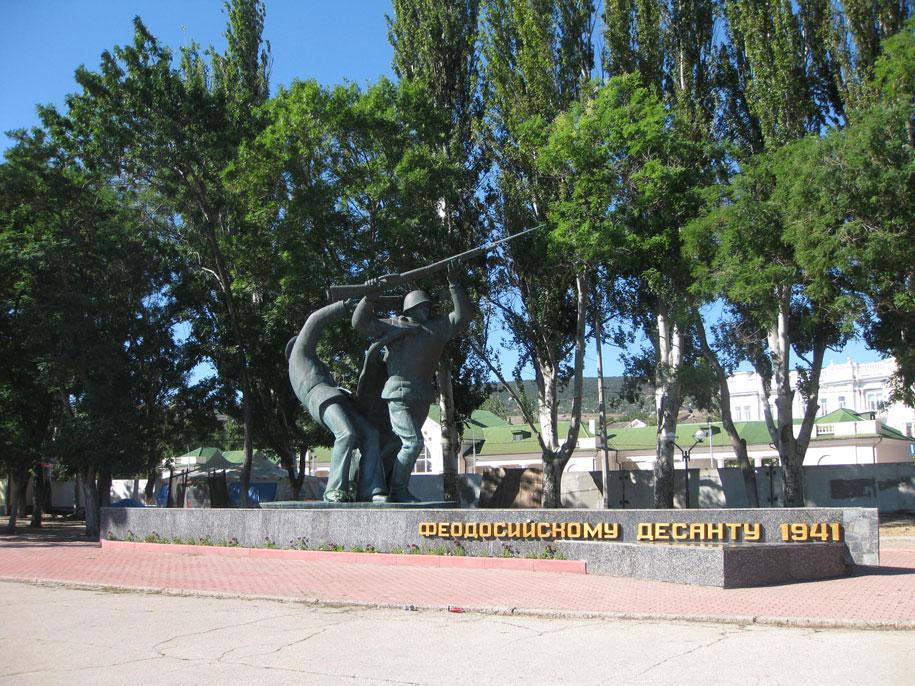 Памятник Феодосийскому десанту 1941 года, набережная Десантников в Феодосии