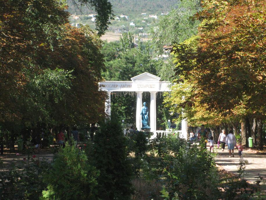 Фонтан-памятник Доброму Гению, Юбилейный парк, Феодосия