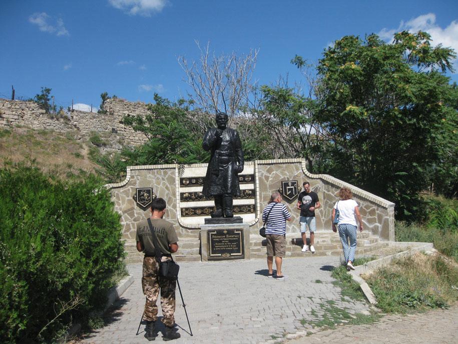 Памятник Афанасию Никитину, Старый город Феодосии