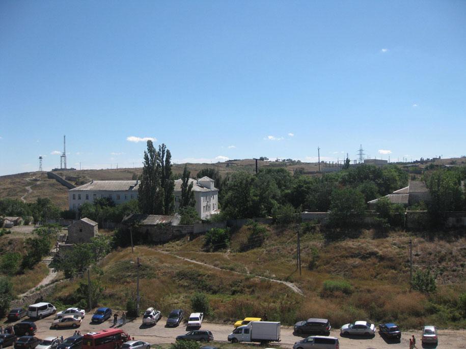 Вид на окрестности Генуэзской крепости в Феодосии