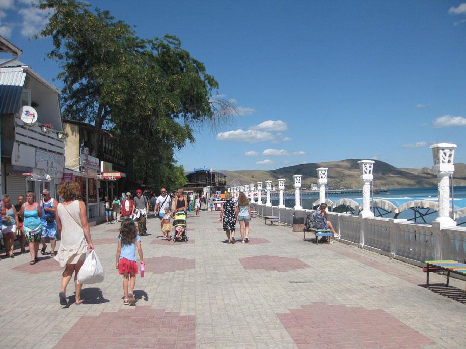 Пляжи Крыма - набережная Коктебеля