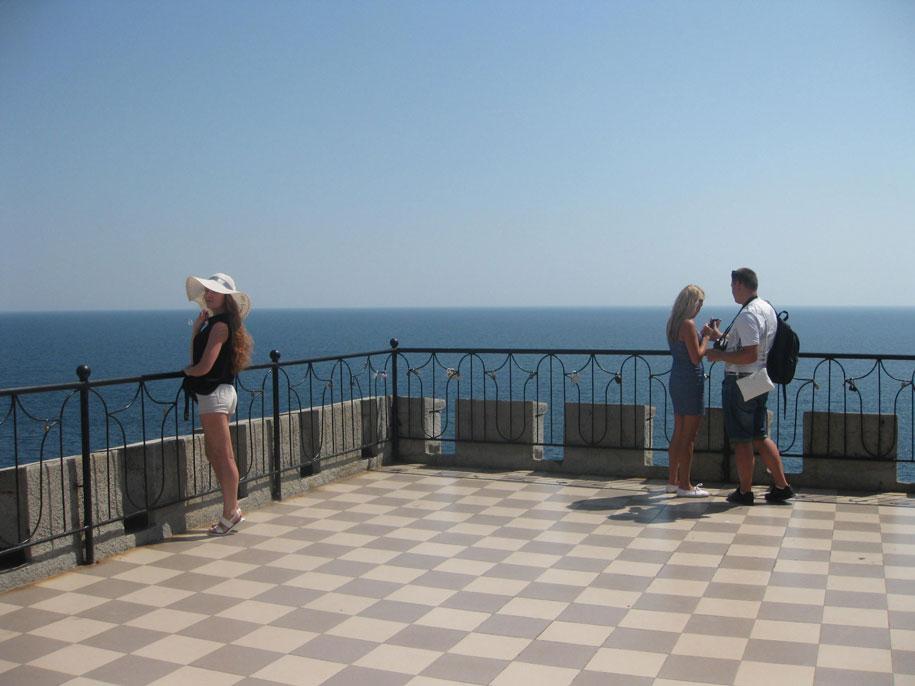 Верхняя смотровая площадка у замка Ласточкино гнездо, Крым