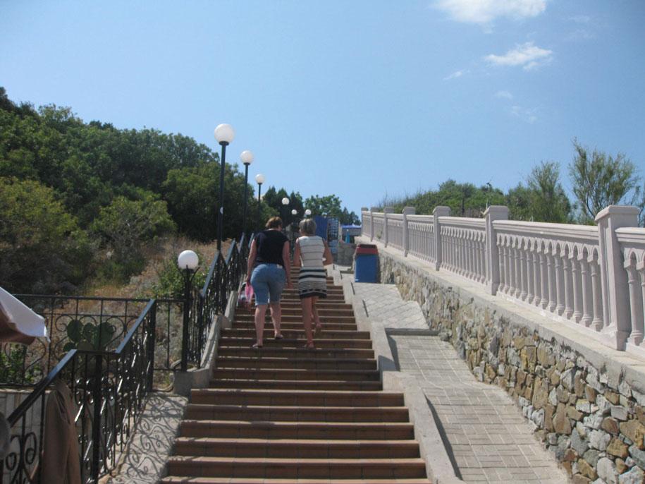 Ступеньки, ведущие к замку Ласточкино гнездо, Крым