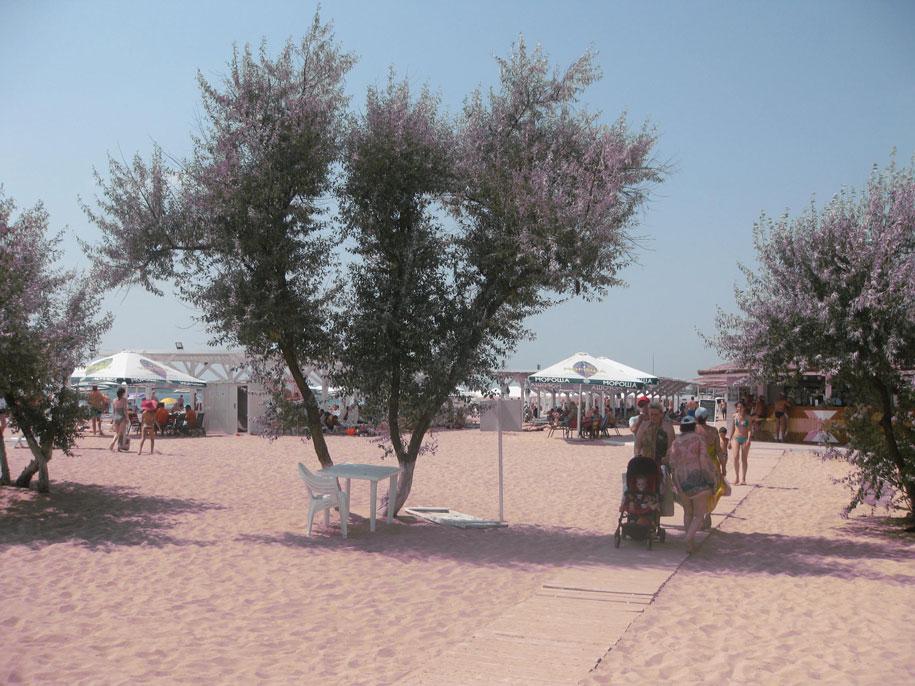 Оборудованный всеми удобствами пляж Лазурный берег, Евпатория, Крым