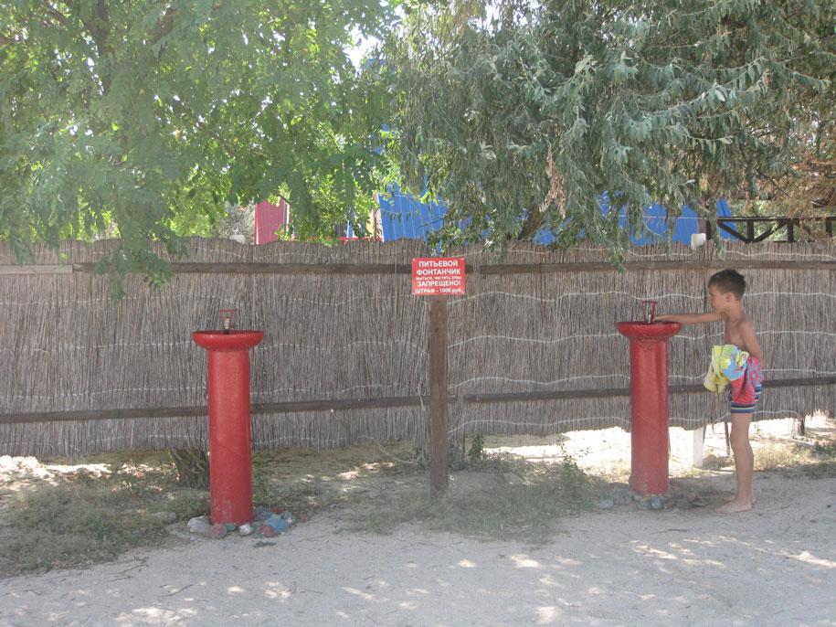 Питьевые фонтанчики на пляже Оазис, Ачуево