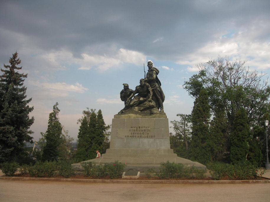 Памятник мужеству, стойкости, верности комсомольской, Севастополь