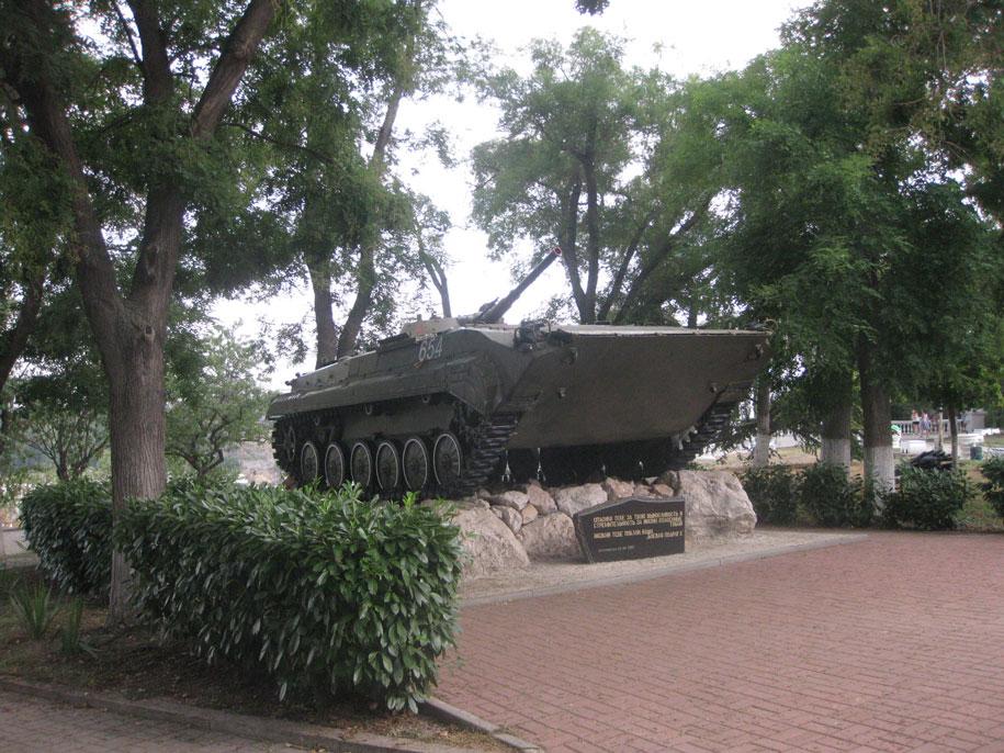 Памятник Боевой подруге за выносливость и стремительность, Севастополь