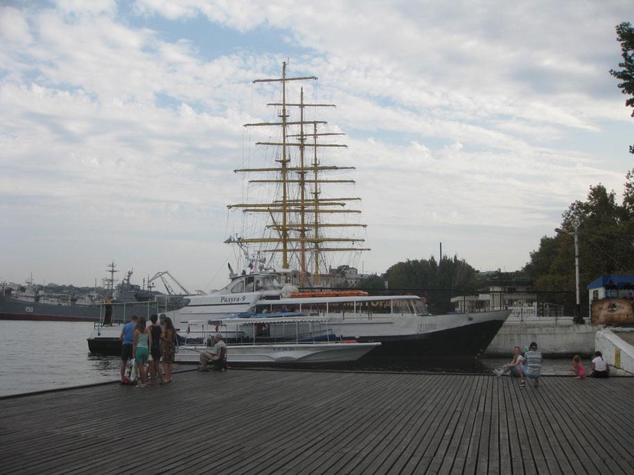 Возле Графской пристани, Севастополь