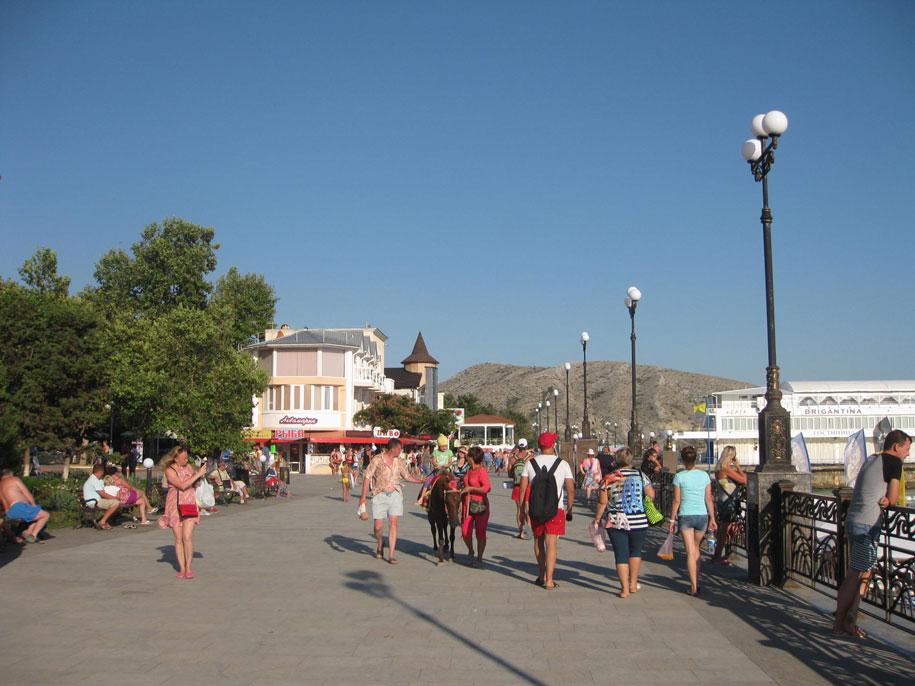 Пляжи Крыма - набережная Судака