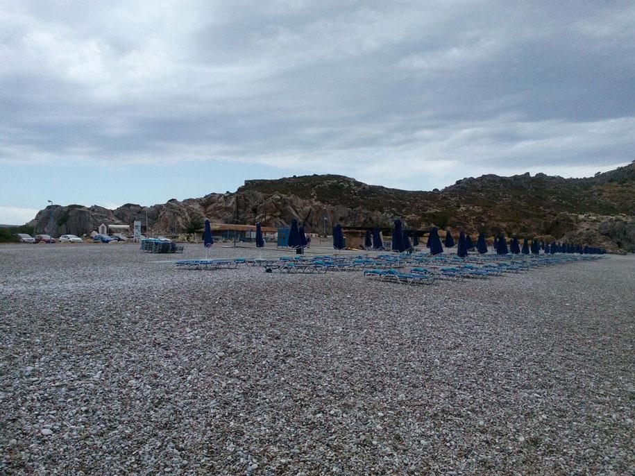 Галечный пляж возле Фалираки, Родос, Греция