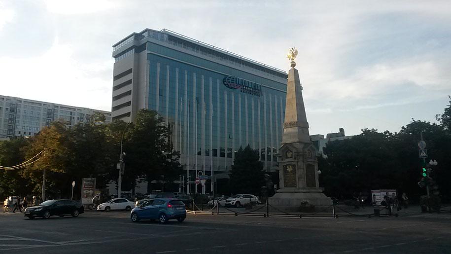 Обелиск и отель Интурист, Краснодар