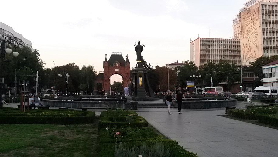 Памятник Екатерины и Триумфальной арке Царские ворота, Краснодар