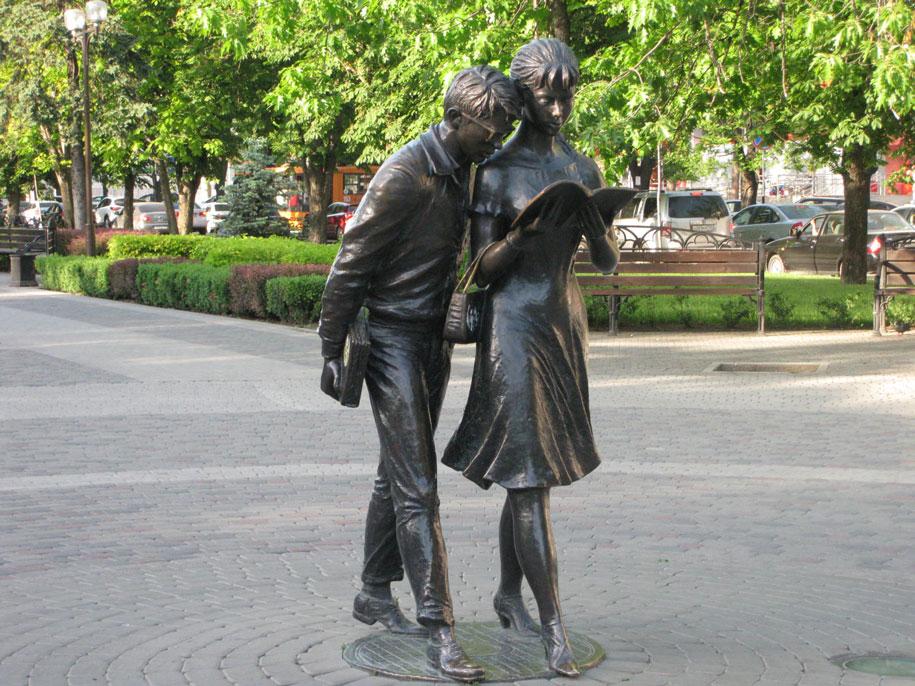Памятнику Шурику и Лидочке, Краснодар