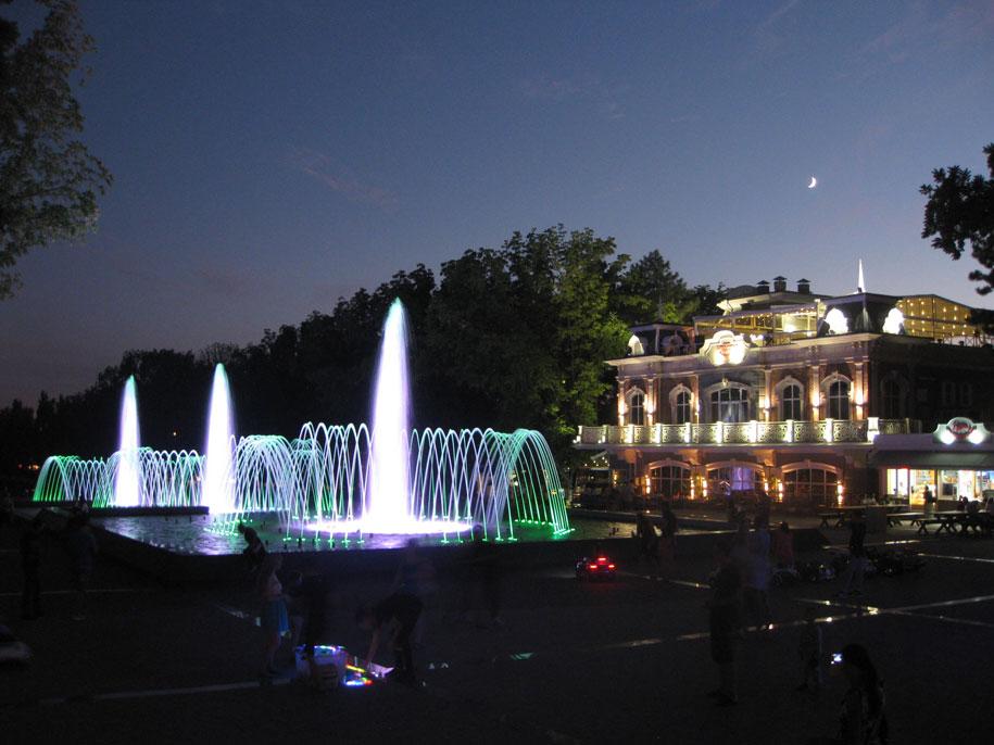Площадь с фонтаном у Авроры, Краснодар
