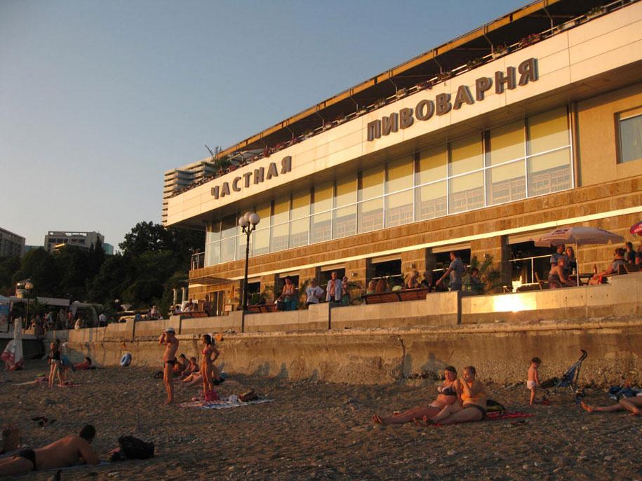 пляж в Сочи возле ресторана Старгород