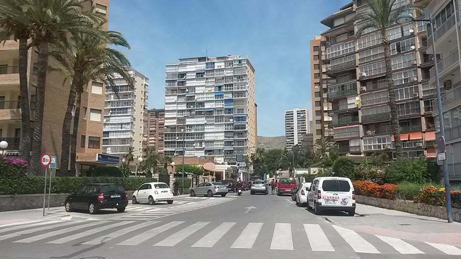 Улицы Бенидорма, Испания фото