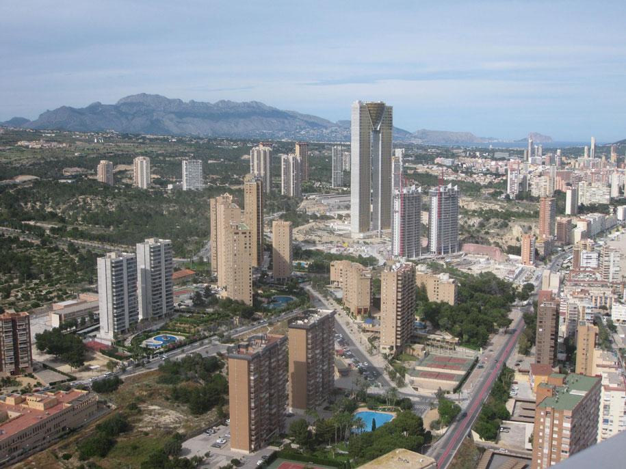 Вид со смотровой площадки отеля Гран Бали на Бенидорм