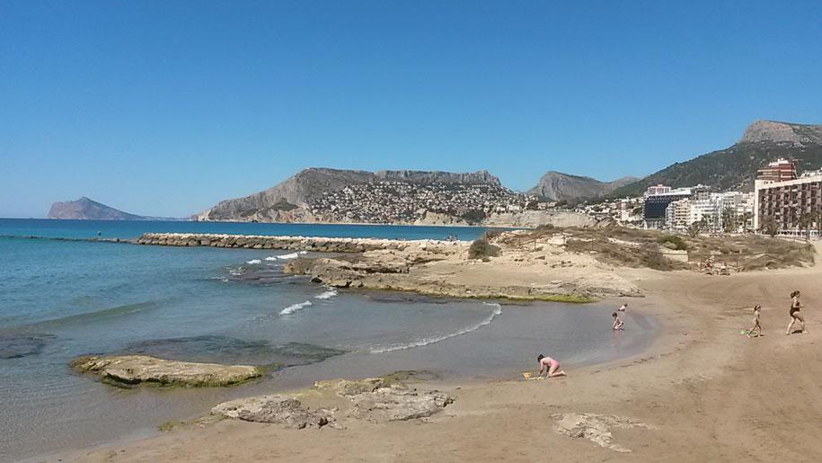 Восточная часть пляжа Ареналь-Бол