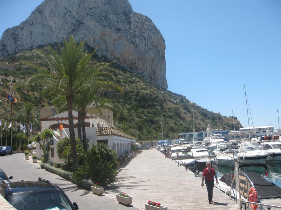 Морской порт и набережная принца Астурии в Кальпе