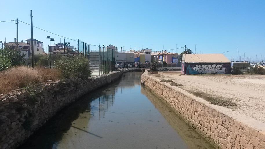 Река возле пляжа Асекьон, Торревьеха