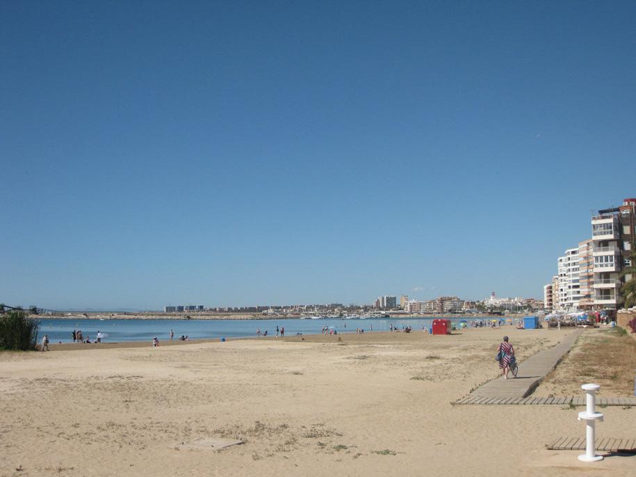 Пляж-порт Асекьон в Торревьехе