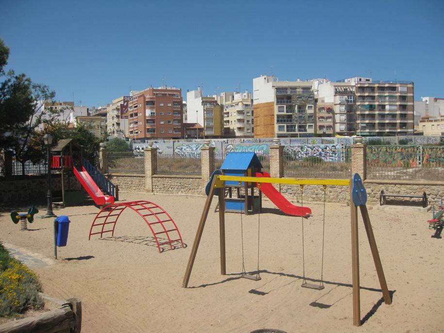 Детская площадка в парке возле пляжа Асекьон, Торревьеха