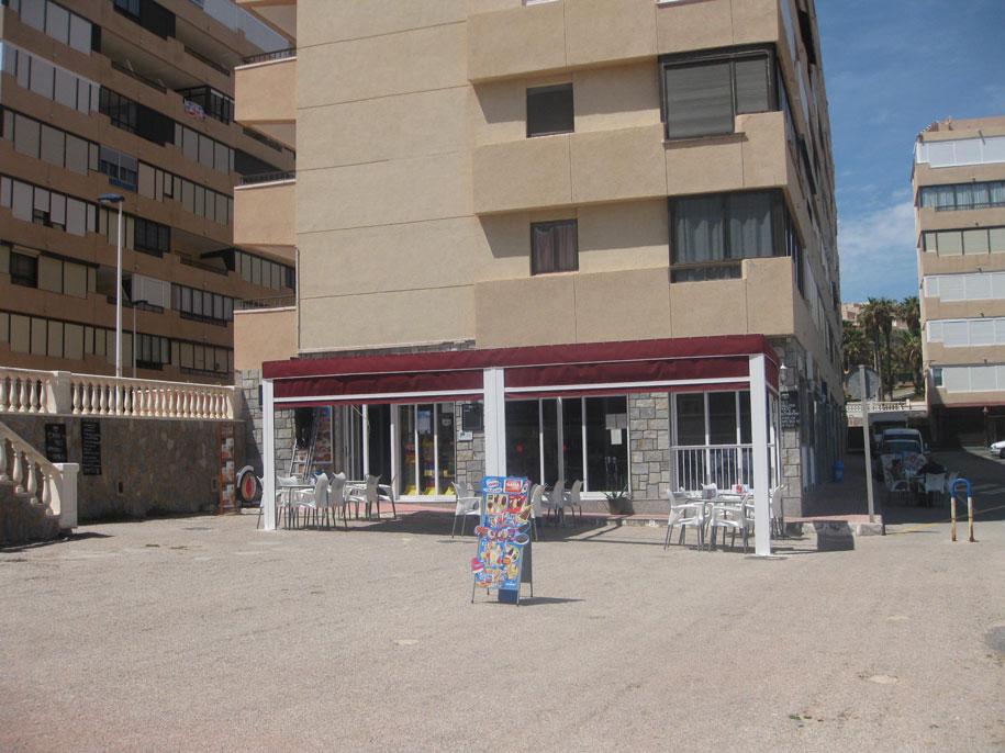 Кафе возле пляжа Кабо Сервера, Торревьеха