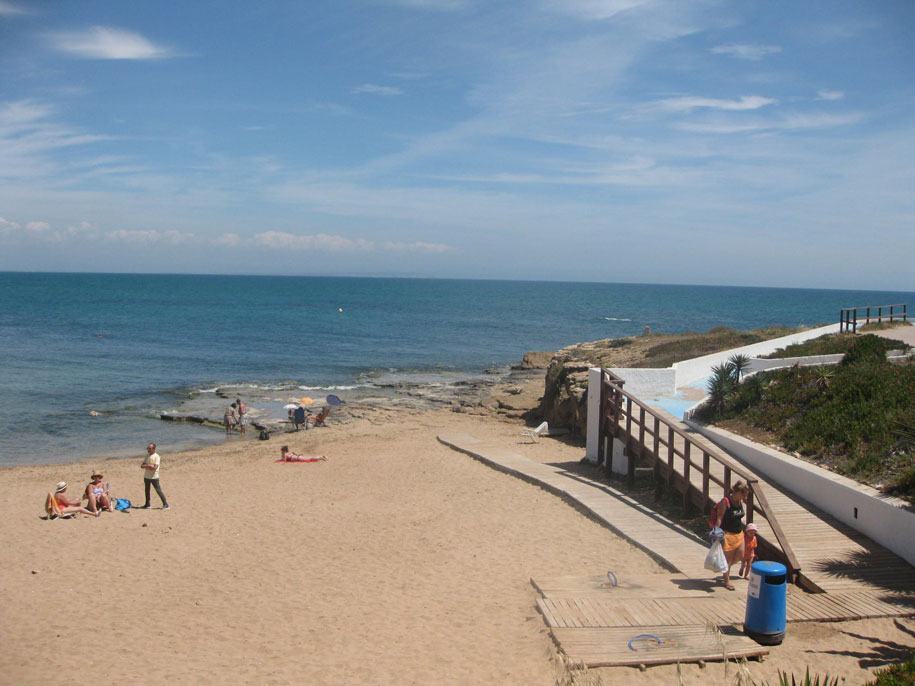 Удобства пляжа Кабо Сервера, Торревьеха