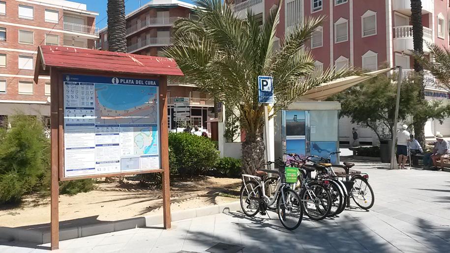 Велопарковки на набережной пляжа Дель Кура, Торревьеха
