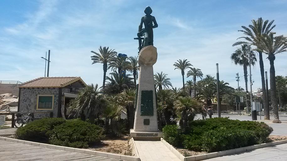 Памятник Человеку моря, Торревьха