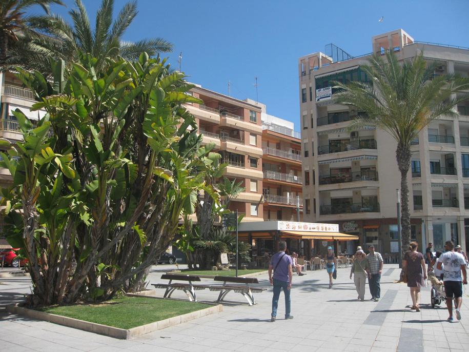 Набережная в Торревьехе, Испания