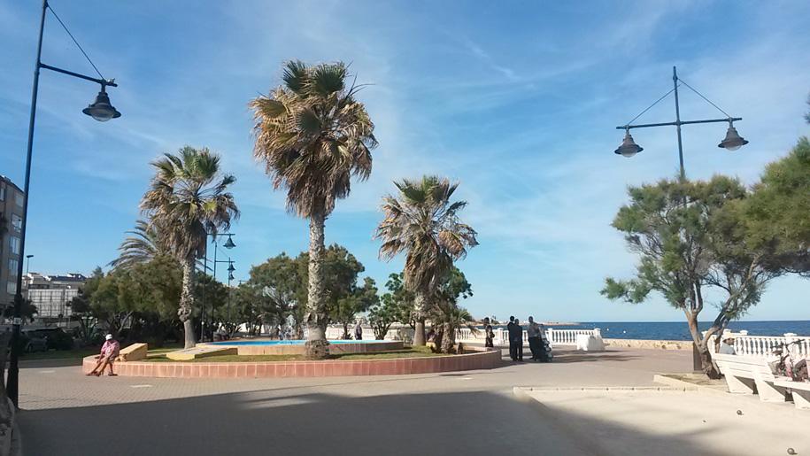 Площадь на набережной в Торревьехе, Испания
