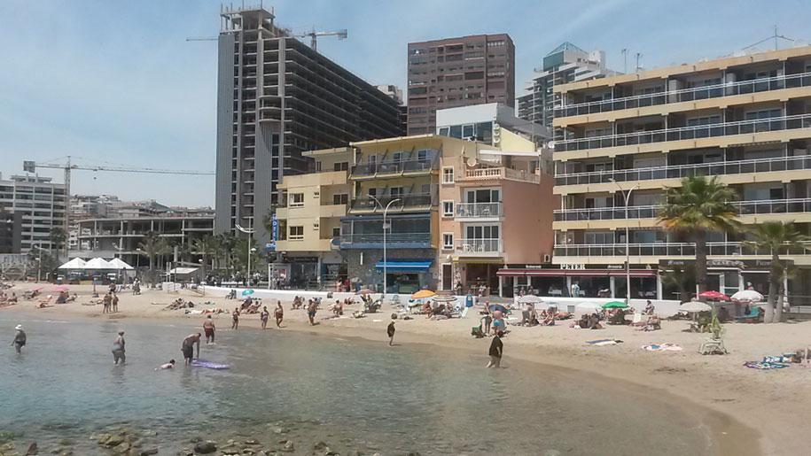Восточная часть пляжа Финестрат