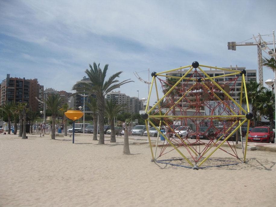 Детская площадка на пляже Финестрат, Испания