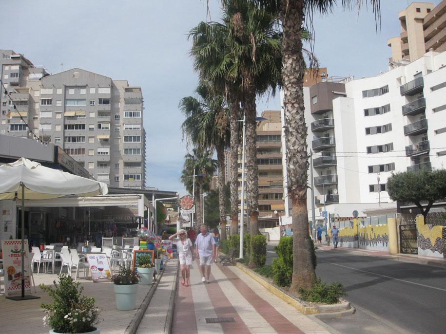 Улица Av. de la Marina Baixa, Финестрат, Испания