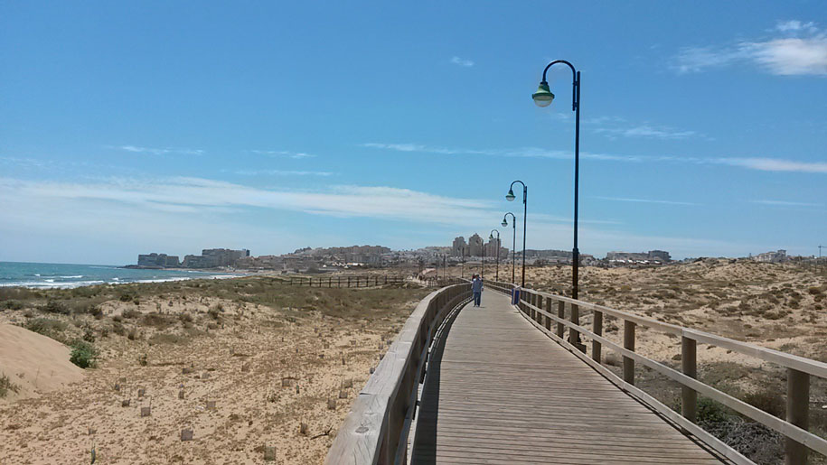 Набережная, пляж Ла Мата