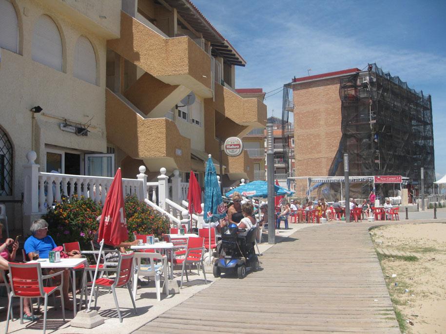 Кафе на набережной Ла Мата, Испания