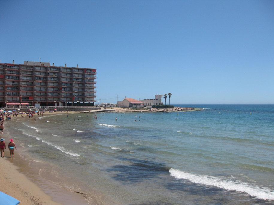 Восточная часть пляжа Лос Локос в Торревьехе