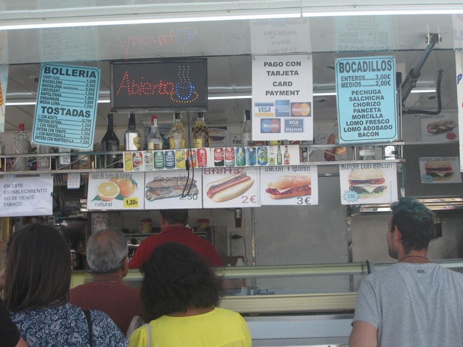 Еда и напитки на рынке в Торревьехе, цены