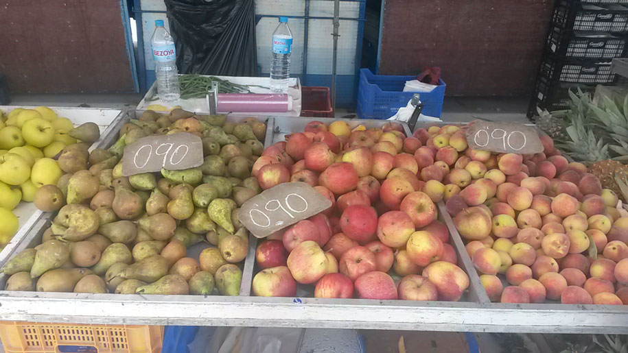 Фрукты на выездном рынке в Торревьехе, цены