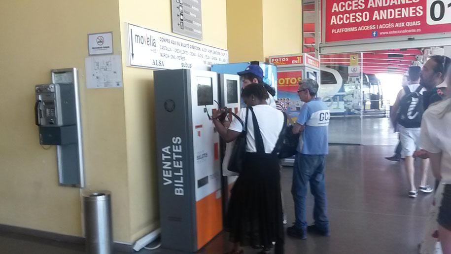Терминалы продажи билетов на автостанции в Аликанте