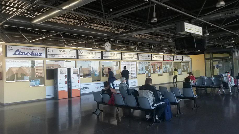 Кассы продажи билетов на автостанции в Аликанте