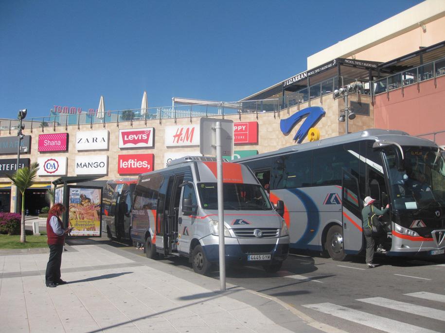 Остановка возле торгового центра Zenia Boulevard