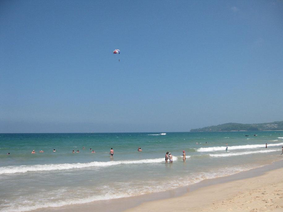 Море пляжа Банг Тао